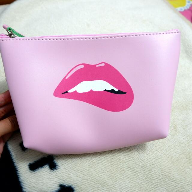 NEW Makeup pouch sexy lip print bahan kulit
