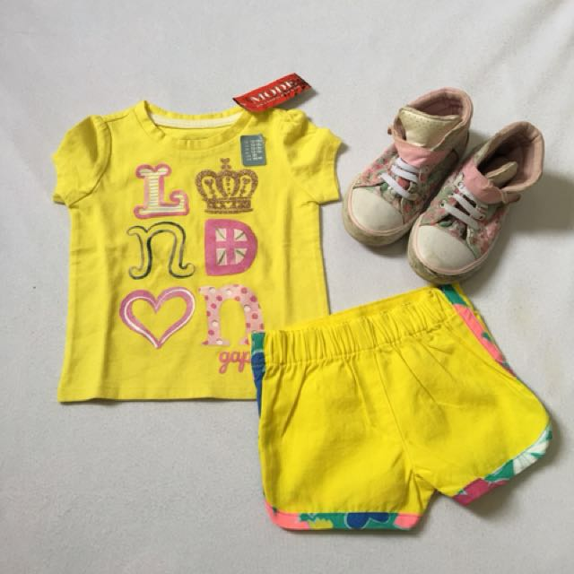 New Play set (tshirt baby Gap  and short)