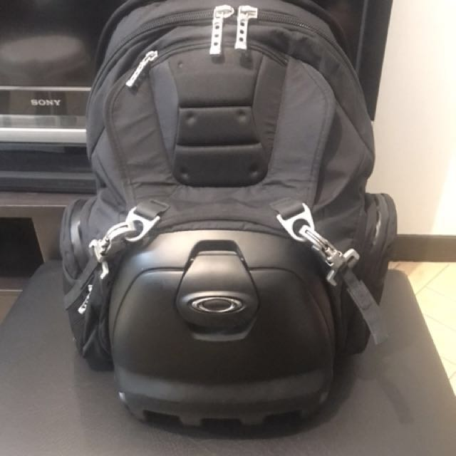 08e38712057 Oakley lunchbox backpack