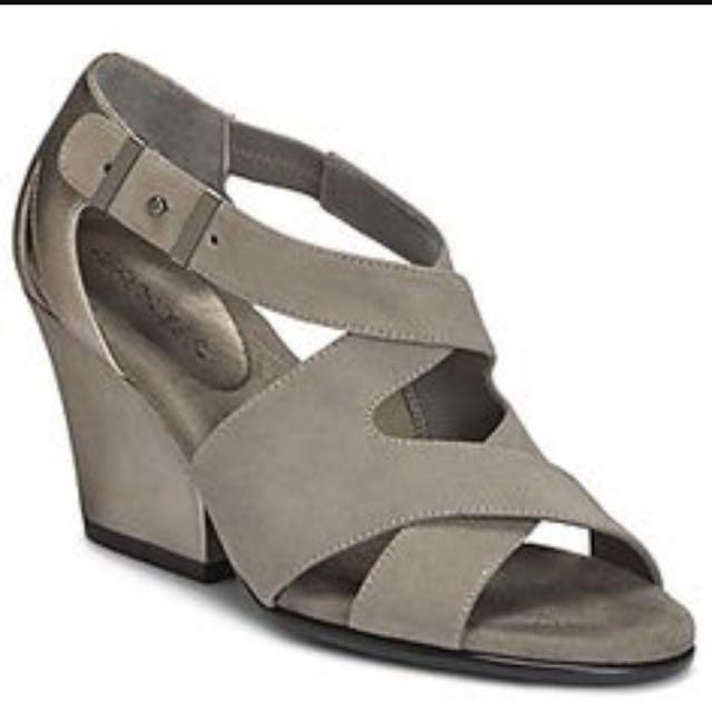 73989d51e1b PRICE REDUCED! Aerosoles Black Goldilocks Suede shoes