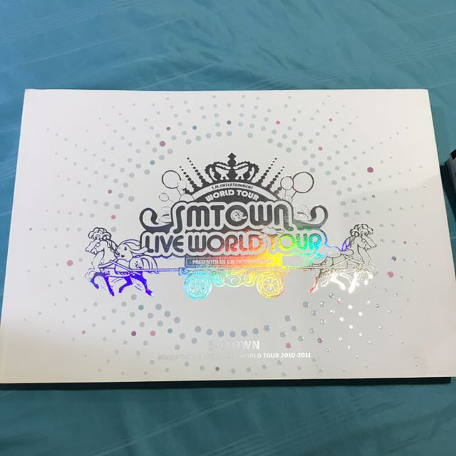 SMTOWN LIVE WORLD TOUR Official Photobook