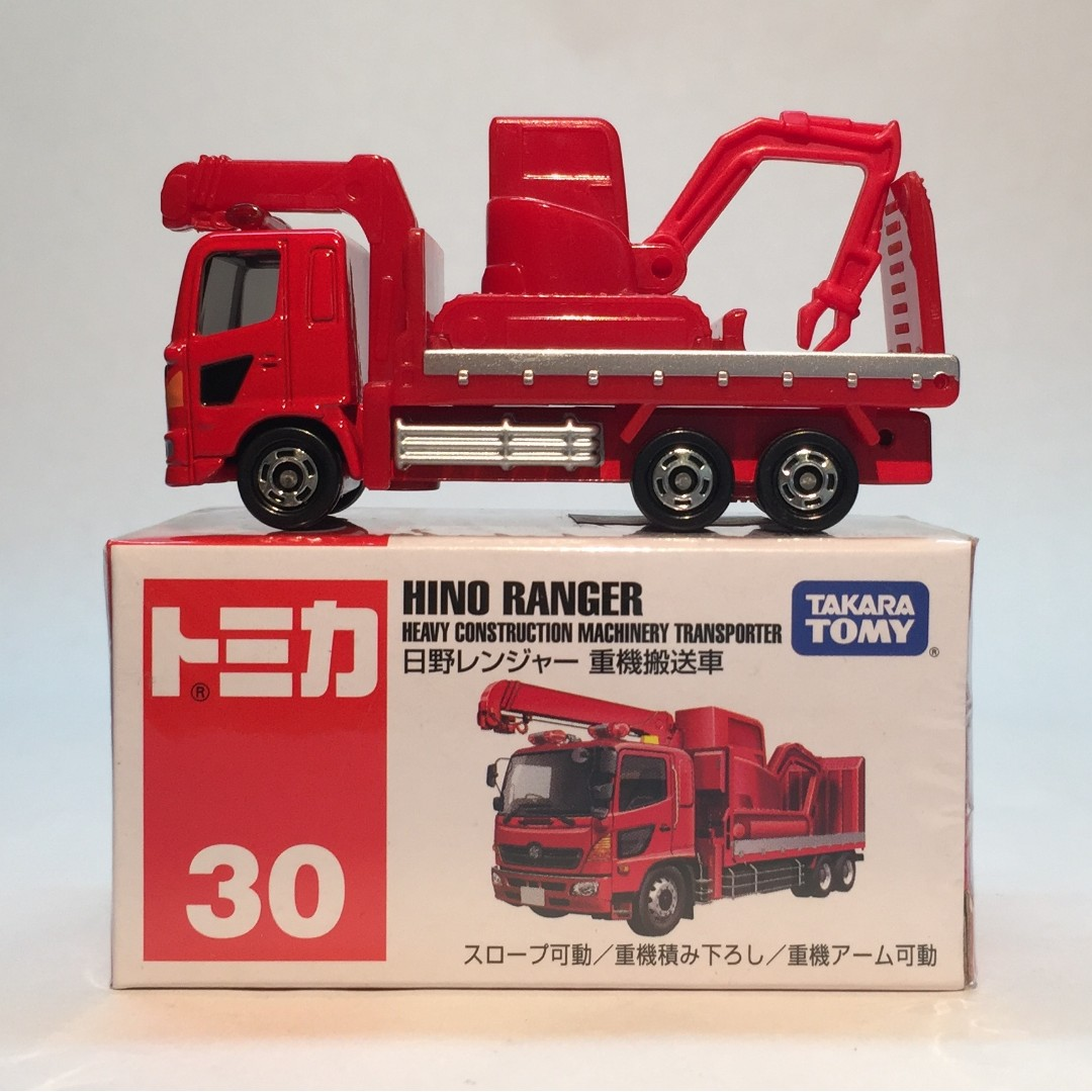 TOMICA 30 HINO RANGER HEAVY CONSTRUCTION MACHINERY TRANSPORTER TOMY 2016 JUNE R