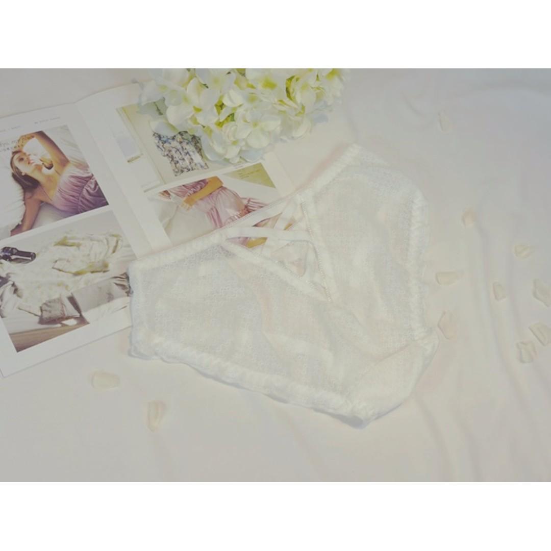 UnderWar歐美風格LD07 _日光_夢幻小性感交叉縷空舒適包臀透氣網紗女性內褲 低腰三角褲 白色