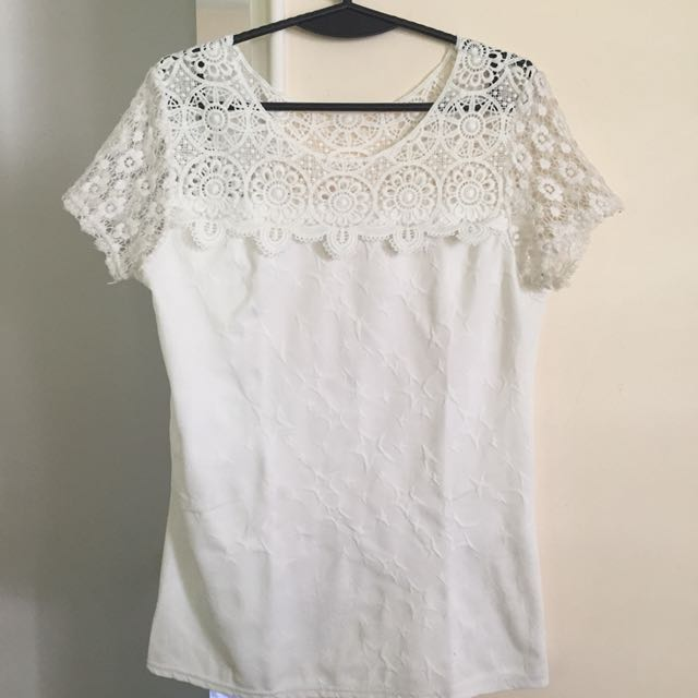 White blouse with lace s-m