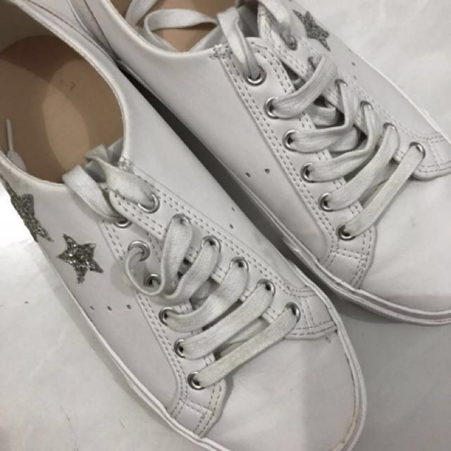 White shoes pull and bear