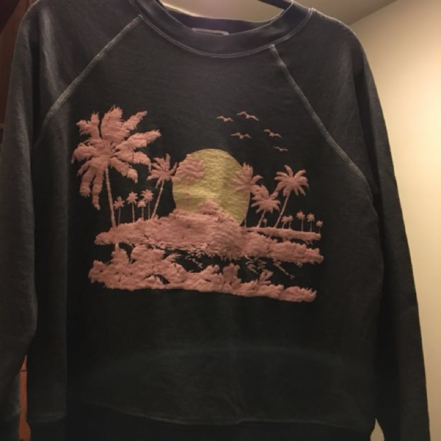 WILDFOX loose fitting sweatshirt. So cute! Small. Meetup on Broadview, Chester, Greenwood, Pape, Donlands subway stops. ,