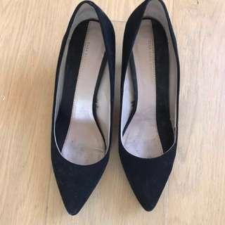 Zara black kitten court shoe 37