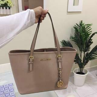Authentic Michael kors Tote Medium Size