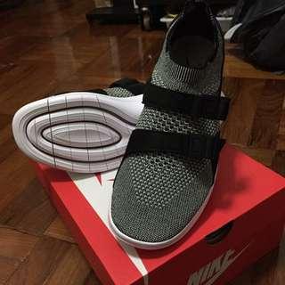 Nike Air Sockracer Flyknit