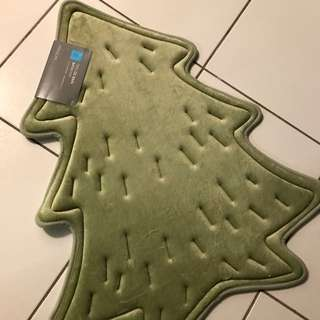 Xmas tree bath mat from simons