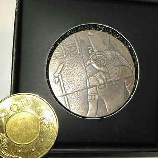 埃及仿古銀幣二盎司,美國銀幣,仿古銀幣,銀幣,紀念幣,埃及銀幣,收藏錢幣,錢幣,幣,silver coin,silver~埃及仿古銀幣二盎司(港台二地嚴重缺貨,全球限量五萬枚,美國scottsdale鑄幣廠製造)(9999純銀製造,全新二盎司,有保證書與收藏盒)(The silver coin 2oz)