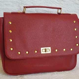 Sling bag in red