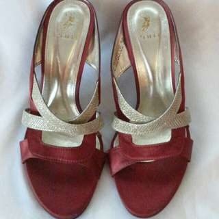 Preloved Authentic Polo heels 3 inchs Red & Gold @ EUR 36