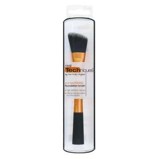 *CLEARANCE* INSTOCK: Real Techniques by Sam & Nic Chapman Foundation Brush