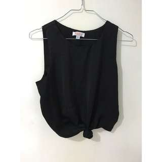 Black crop with knot