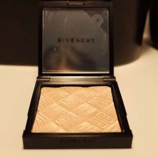 Givenchy glow light powder - Authentic
