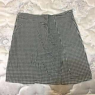 格紋 翹臀 短裙