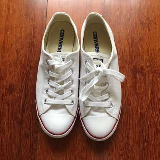 Converse Low Cut Classics in White in Size 7