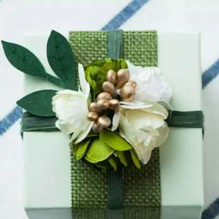 Forest Green Gift Boxes with Flower accessories
