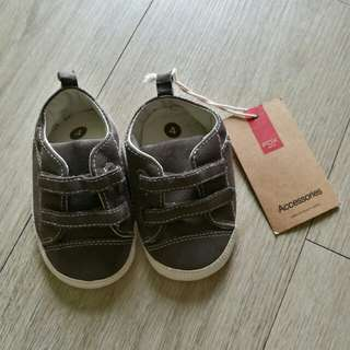 Baby shoes (ard 1 yr old)