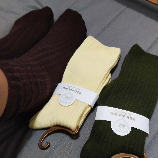 鵝黃色襪子
