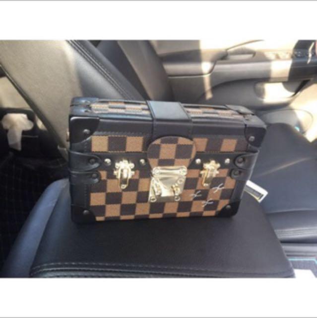 Box slingbag