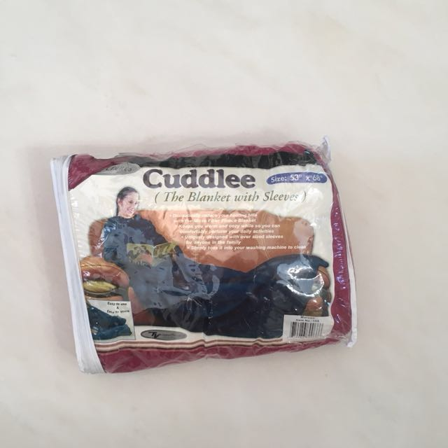 Cuddlee (blanket with sleeves)