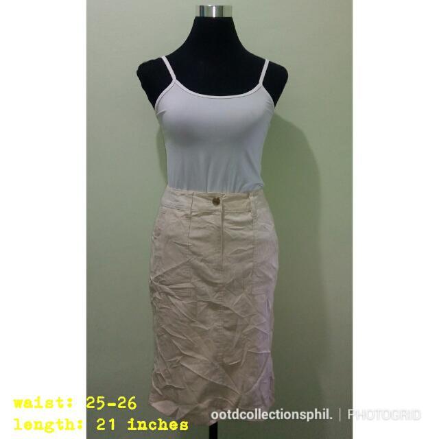 High waist cream skirt 💓💓