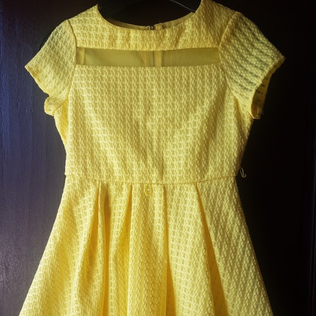 Imported DRESS ( MY MICHELLE) SIZE 8 good for kids 6 to 8 yrs old. Perfect for Christmas