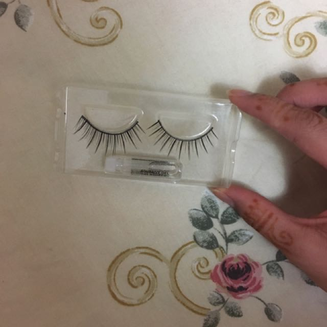 Natural looking fake lashes