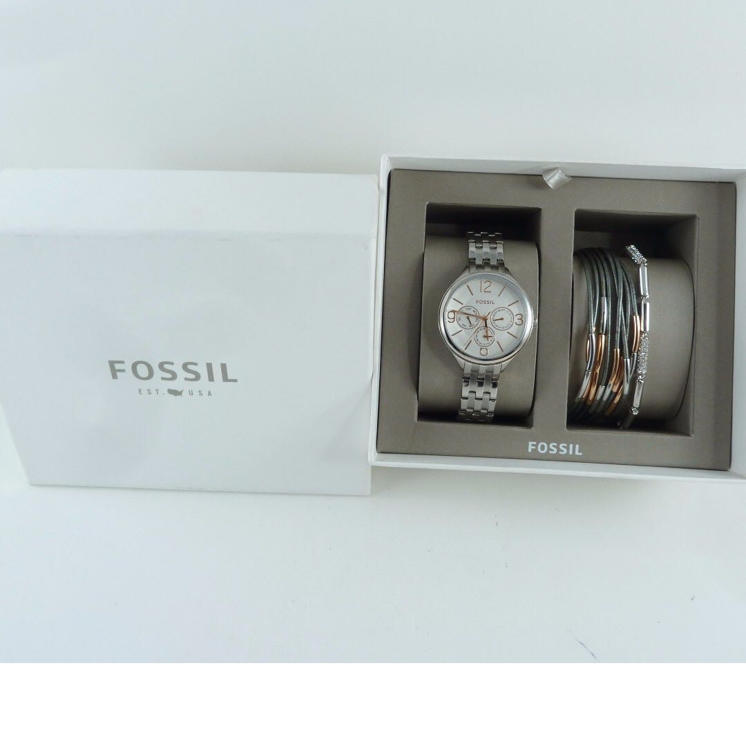 NEW AND AUTHENTIC FOSSIL BQ3150 WOMEN'S WATCH AND BRACELET BOX SET