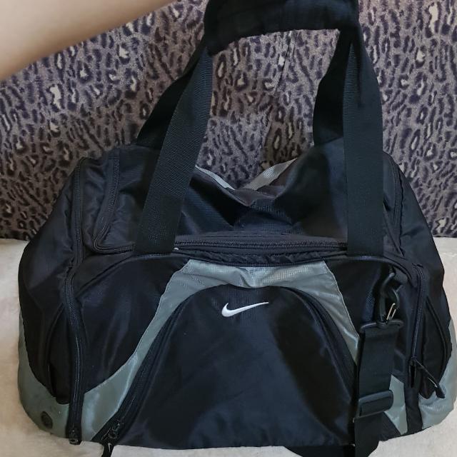 NIKE SPORTS/TRAVEL BAG