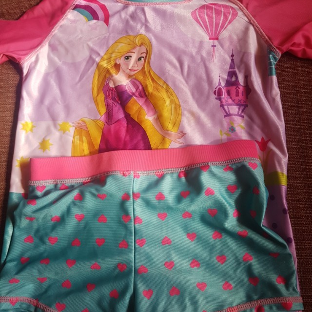 Rapunzel swimsuit size medium ( 6 to 8 yrs old)