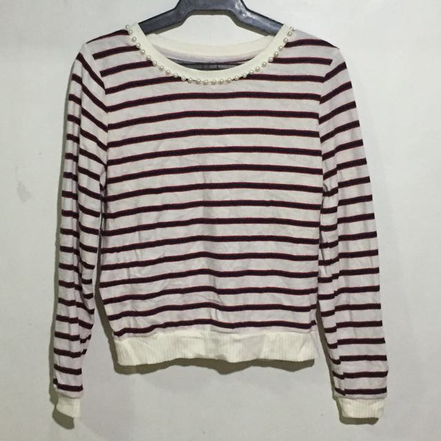 Red and white stripes sweater with pearls