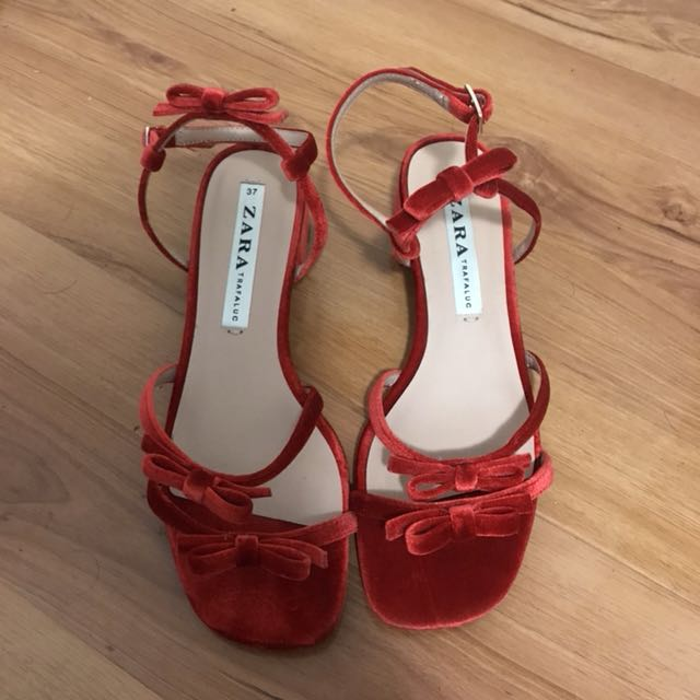 Red bow mules
