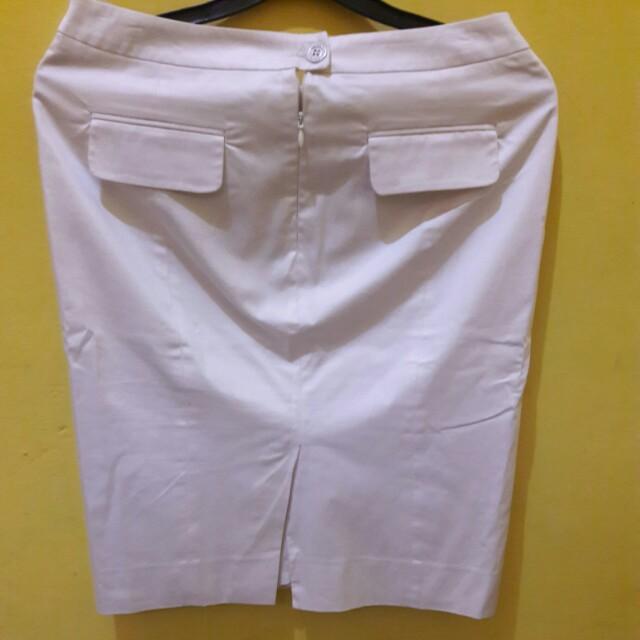 rok putih