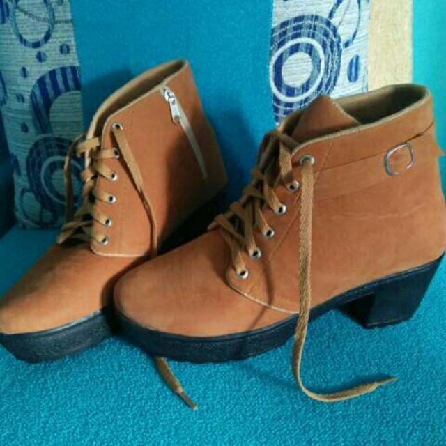 sepatu boots heel
