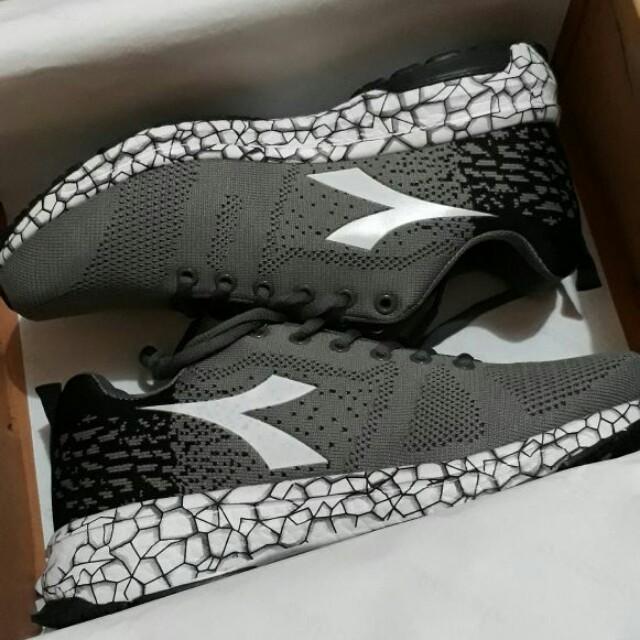 Sepatu diyadora