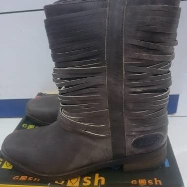 Sepatu Semi Boot GOSH
