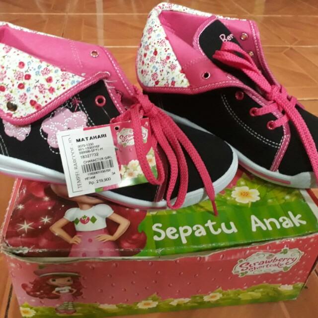 Sepatu strawberry sz 34