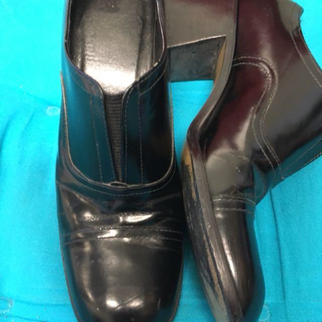 Shiny Black 8 heel shoe
