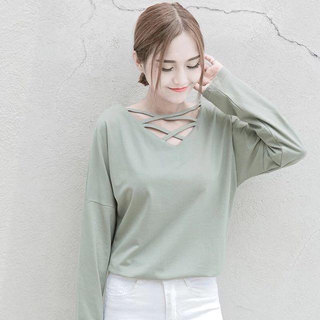 豆綠領口交叉女秋冬寬鬆長袖T恤 #我的女裝可超取
