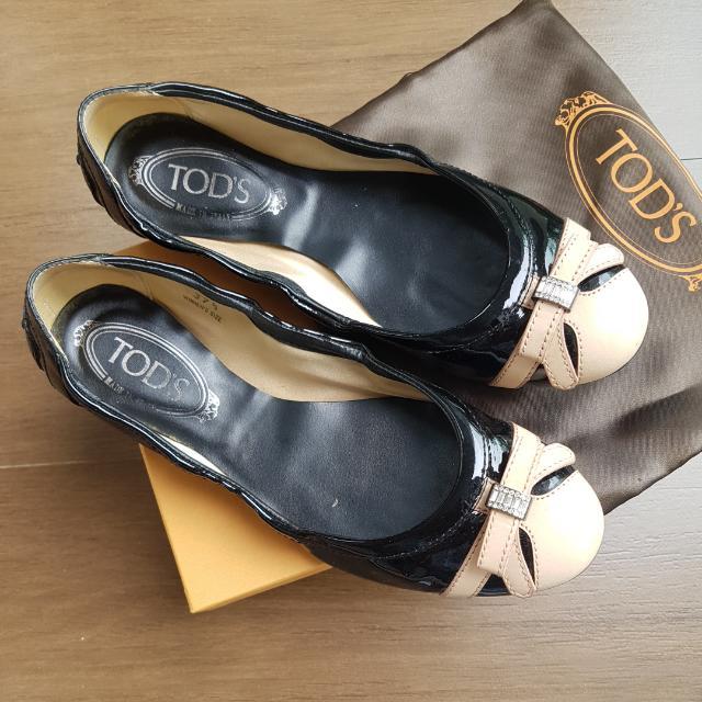 Tods black pantent ballerina flat shoes with swarovski