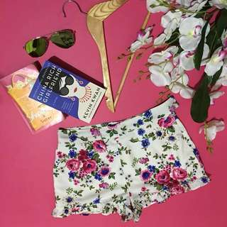 F21 Floral Creamy In-color Short