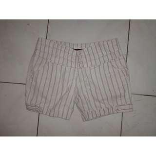 Stripe Short Pants / Celana Pendek Santai