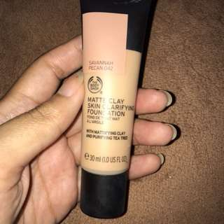 The Body Shop Matte Clay Skin Clarifying Foundation Savannah Pecan 042