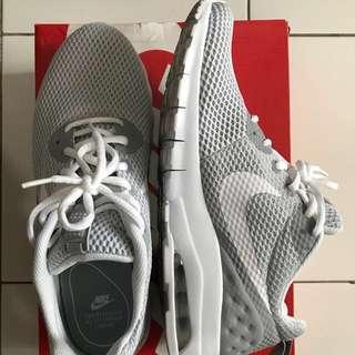 For Sale Nike Air Light Grey / White original size 42. Baru 1 kali pakai.