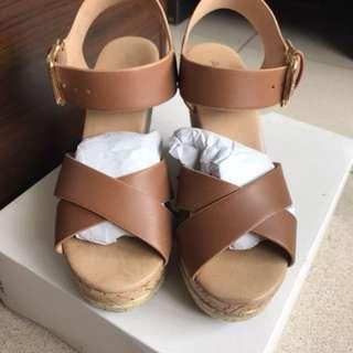 🚚 (特價)ALDO楔型鞋