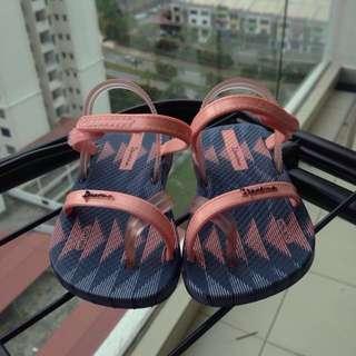 Preloved | Toddler Ipanema Baby Blanket IV Straps Sandal SIZE US 5/EUR 19/20