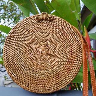 (Summer Must-Have!) BN Handwoven round straw bag (loop closure)